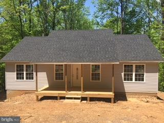 Photo of home for sale at 125 Susan'S Court, Front Royal VA