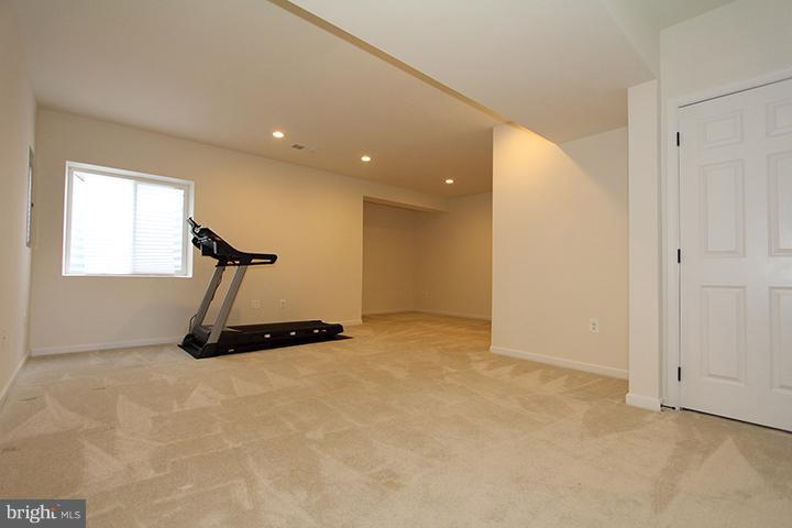 Spacious recreation room - 301 ADDIVON TER, PURCELLVILLE