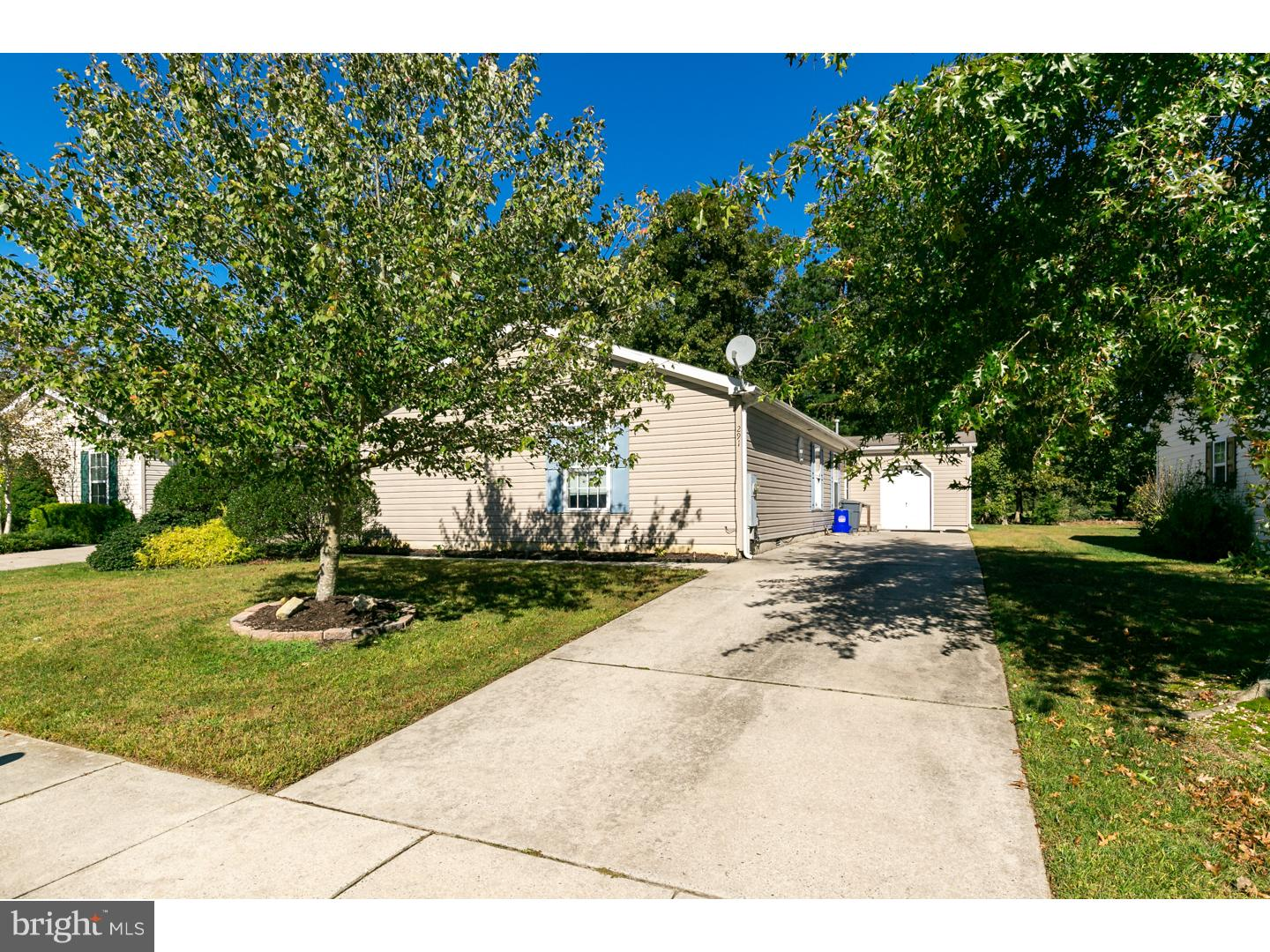 Photo of home for sale at 291 Pebble Beach Drive, Mays Landing NJ