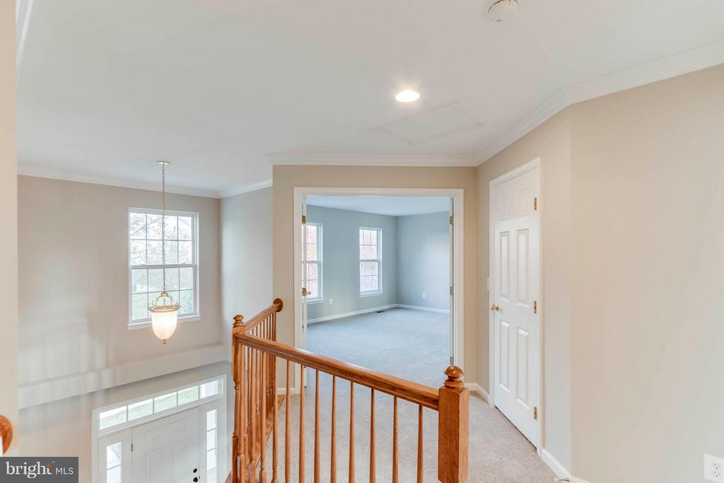 Upper Level Landing - 5 COOPER RUN ST, LOVETTSVILLE