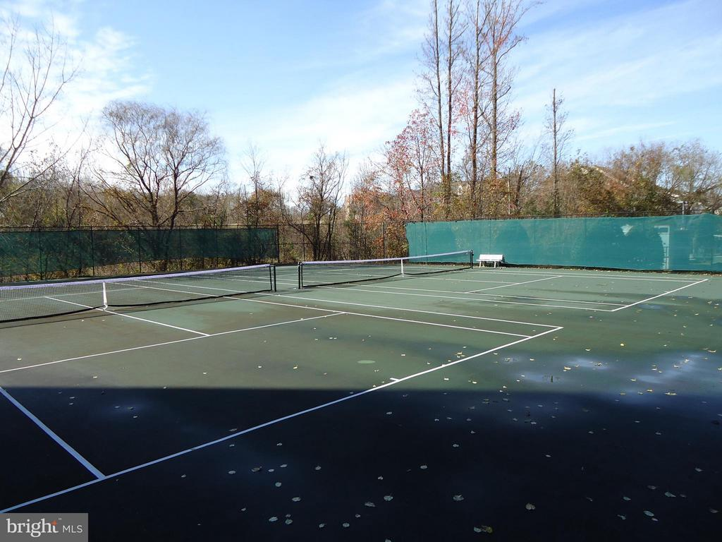 Community Tennis Courts Next to Building - 485 HARBOR SIDE ST #306, WOODBRIDGE