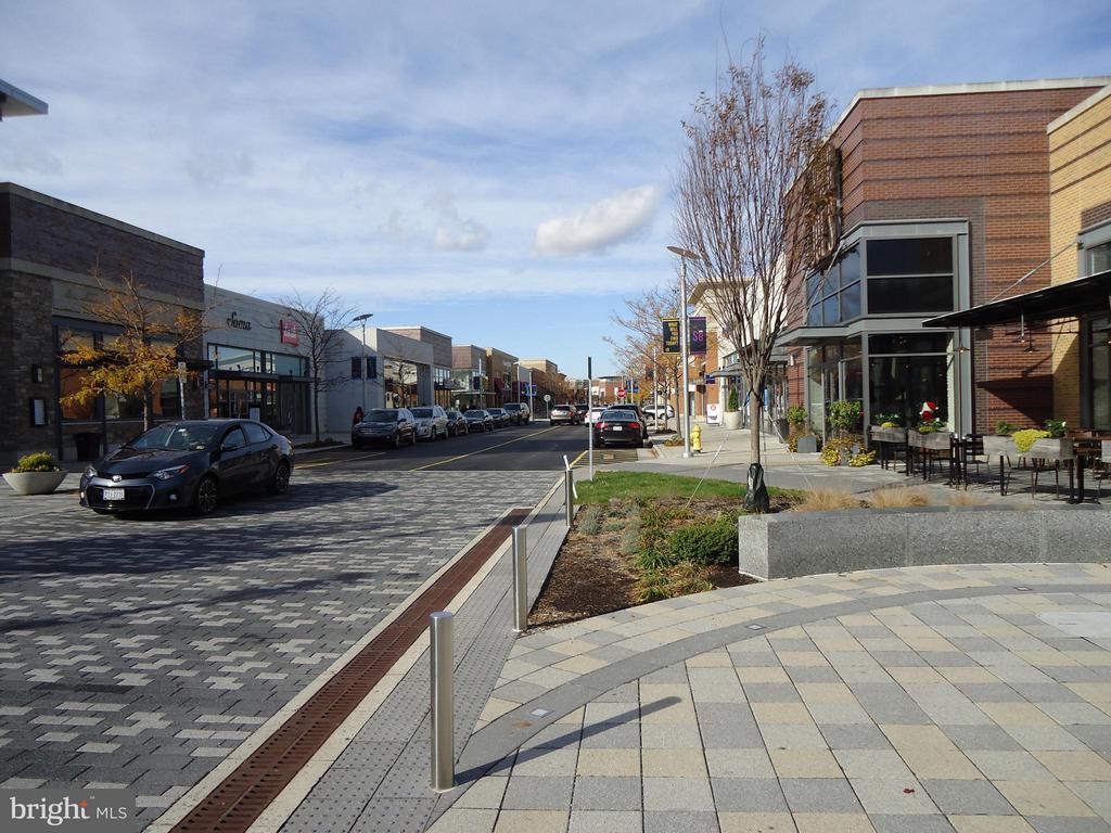 Stonebridge TC - Dining, Shopping, Movies... - 485 HARBOR SIDE ST #306, WOODBRIDGE