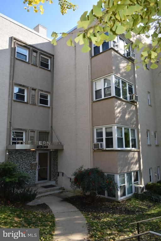 Entrance to Building, landscaped yard - 2339 40TH PL S #001, WASHINGTON