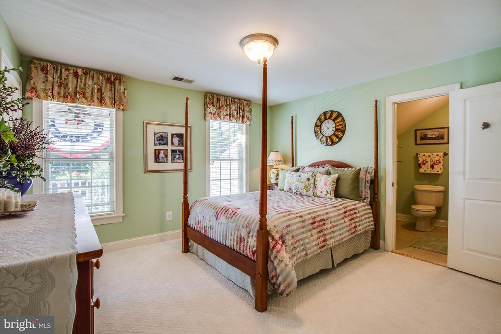 Bedroom 4 w/Private En Suite - 10519 WILDBROOKE CT, SPOTSYLVANIA