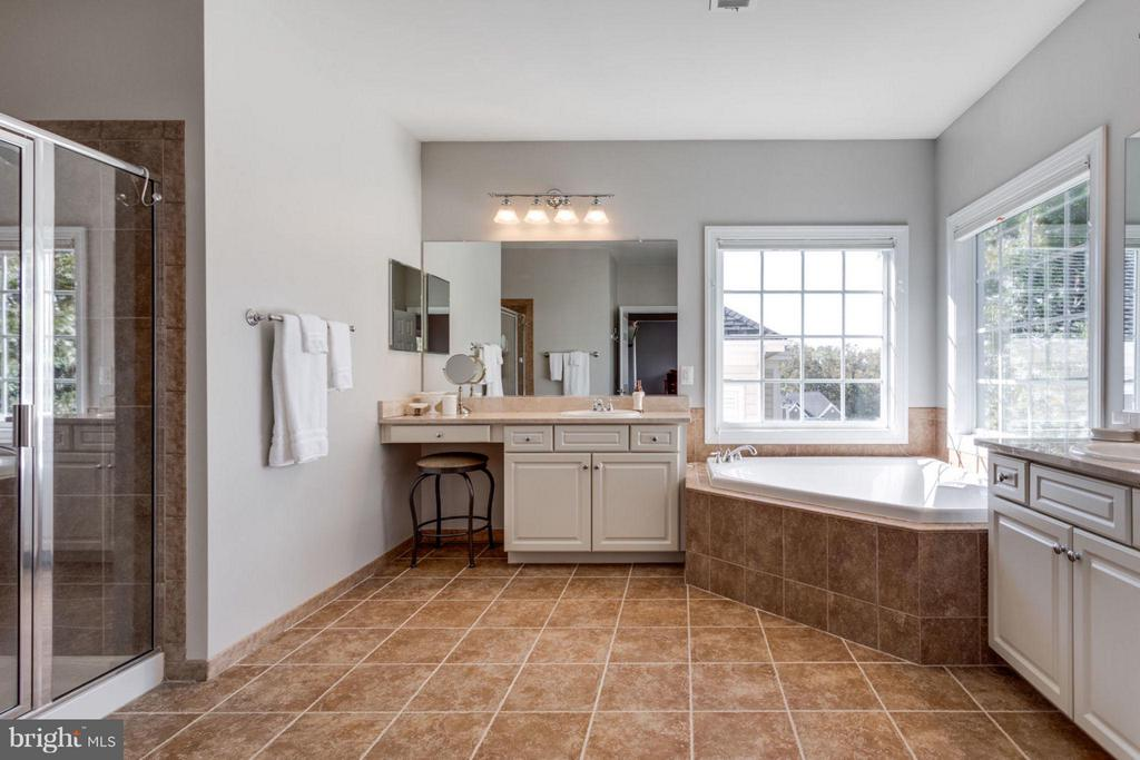 Large master bathroom to start your day - 18349 MID OCEAN PL, LEESBURG