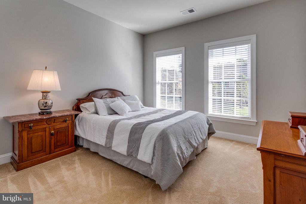 Fourth bedroom and princess suite - 18349 MID OCEAN PL, LEESBURG