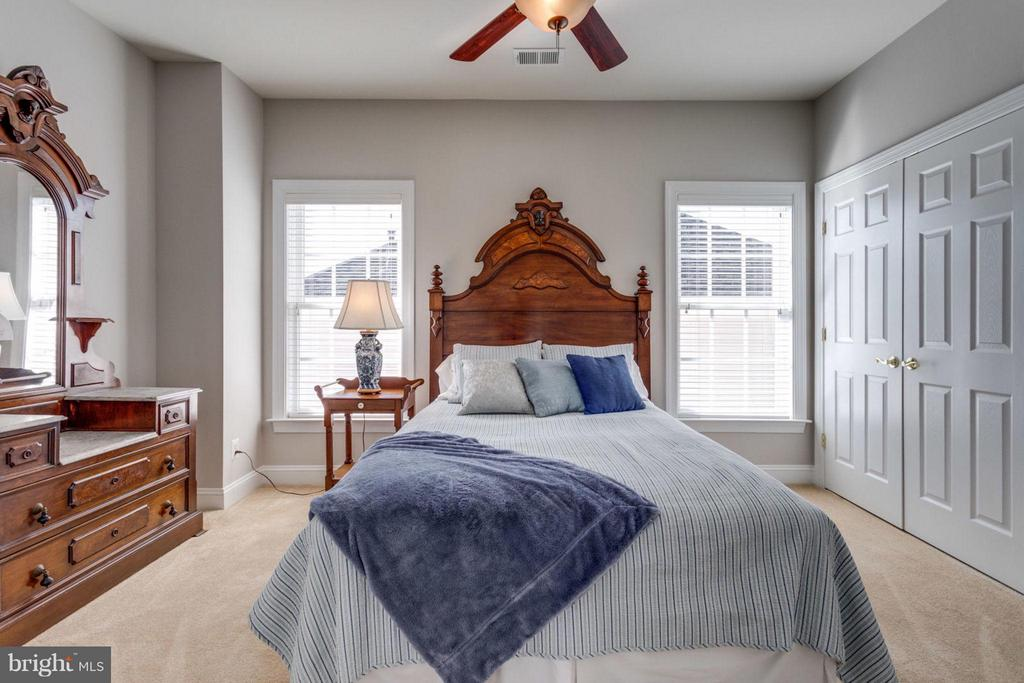 Second bedroom with connected full bath - 18349 MID OCEAN PL, LEESBURG