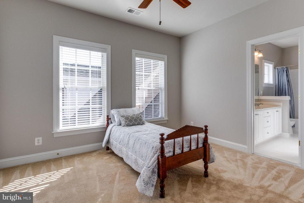 Third bedroom with connected full bath - 18349 MID OCEAN PL, LEESBURG