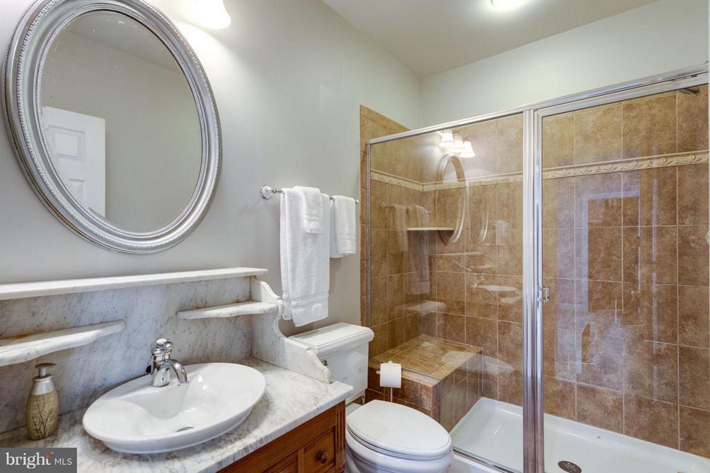 Full bathroom on lower level - 18349 MID OCEAN PL, LEESBURG