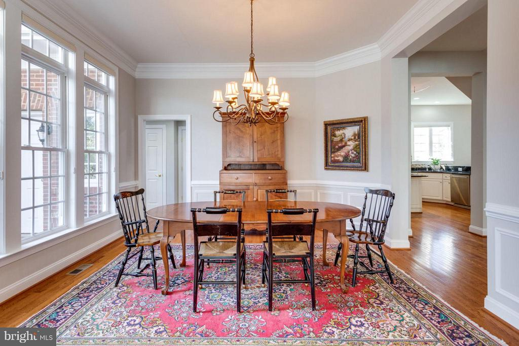 Open dining room space with butler's pantry access - 18349 MID OCEAN PL, LEESBURG