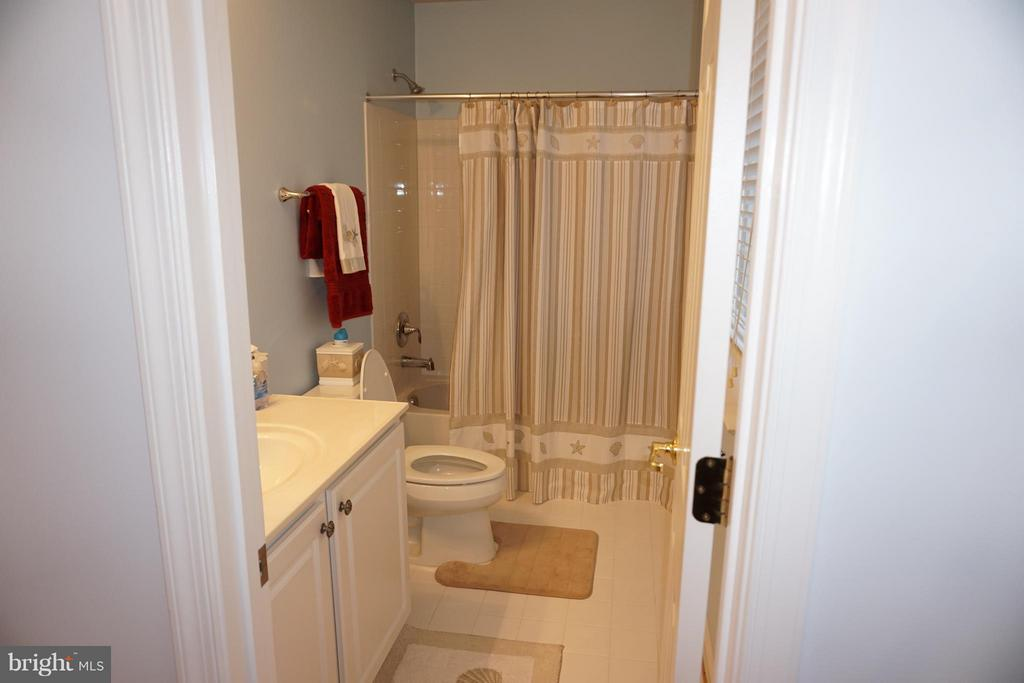 Full bath in 5th bedroom - 5311 AUSTRA PL, WOODBRIDGE