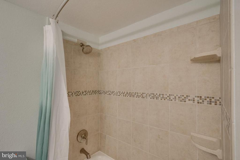 Updated full bath upstairs - 416 APPLETREE DR NE, LEESBURG