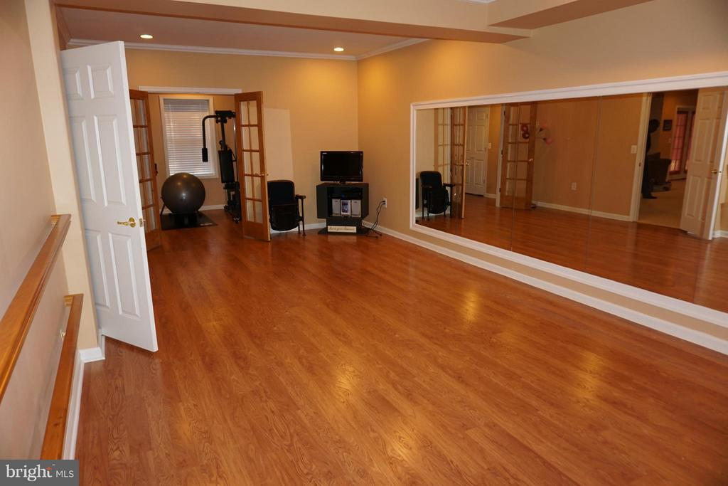 Dance/play/game room in the~basement - 5311 AUSTRA PL, WOODBRIDGE