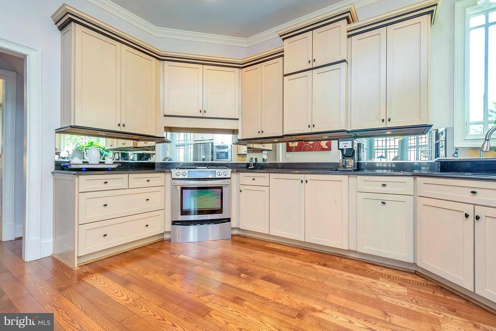 A Comfortable Kitchen - 11801 FAWN LAKE PKWY, SPOTSYLVANIA