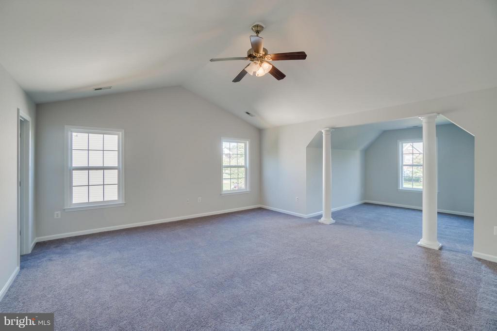 Spacious Master with Sitting Area - 24 SAINT CHARLES CT, STAFFORD