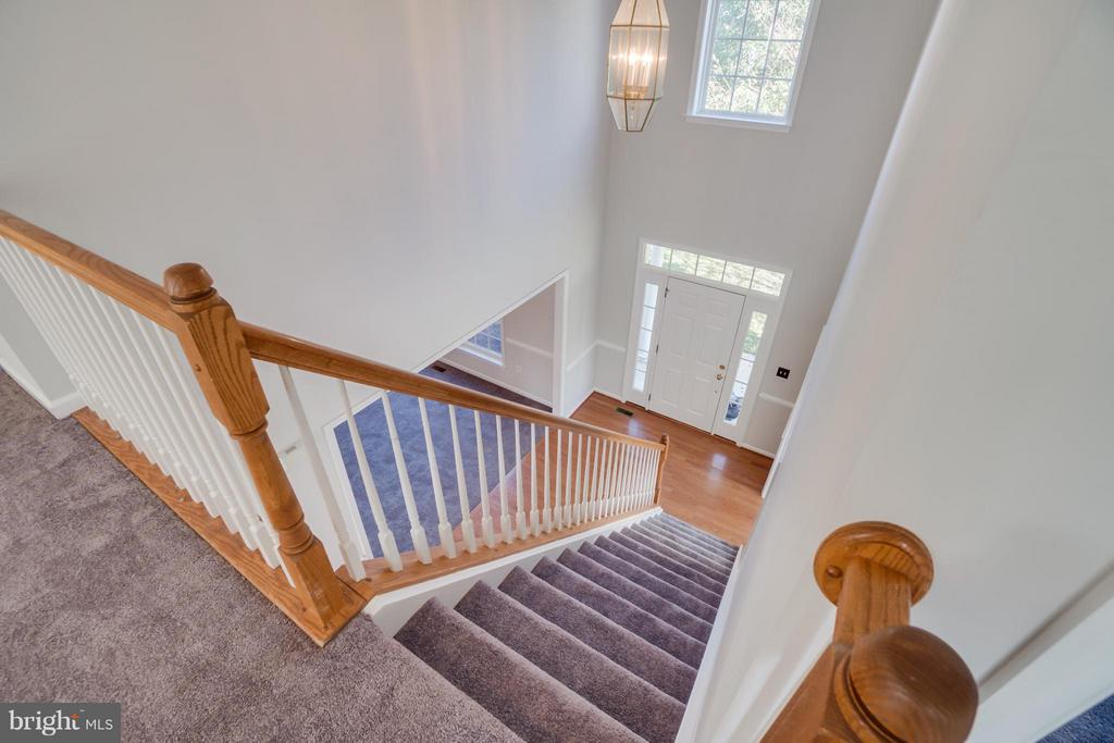 Two Story Foyer - 24 SAINT CHARLES CT, STAFFORD