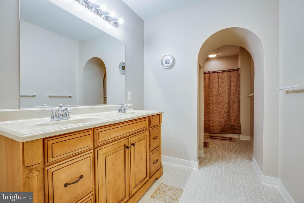 Bath in basement - 8099 MEADOWLAND DR, LOCUST GROVE