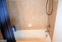 Upstairs hall full bathroom - 19464 PROMENADE DR, LEESBURG