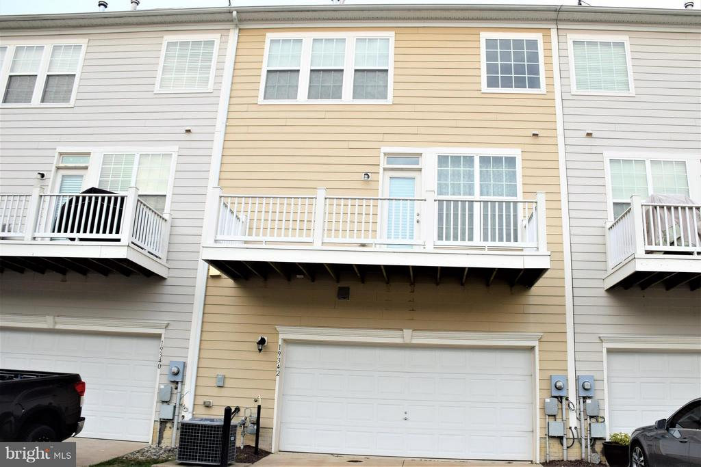 2-car garage, balcony - 19342 GARDNER VIEW SQ, LEESBURG