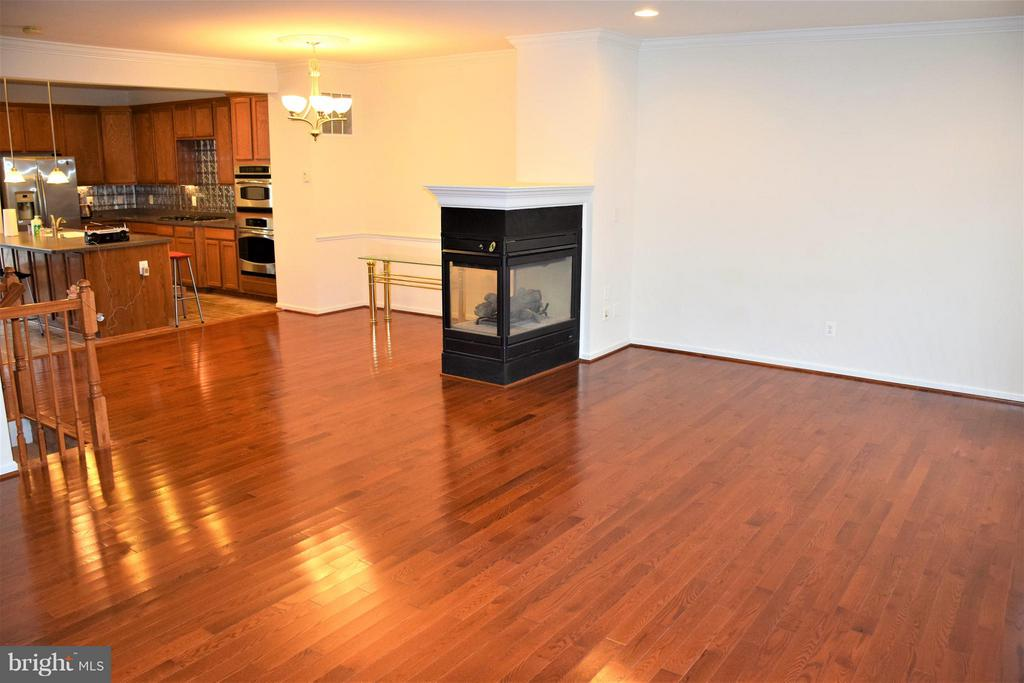 Living Room toward kitchen--expanse of beauty! - 19342 GARDNER VIEW SQ, LEESBURG