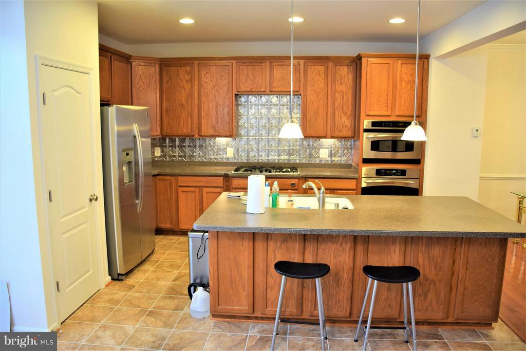 Kitchen from breakfast nook - 19342 GARDNER VIEW SQ, LEESBURG