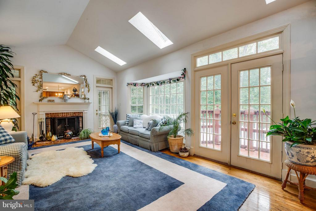 Family Room - 6900 BERNLY CT, SPOTSYLVANIA