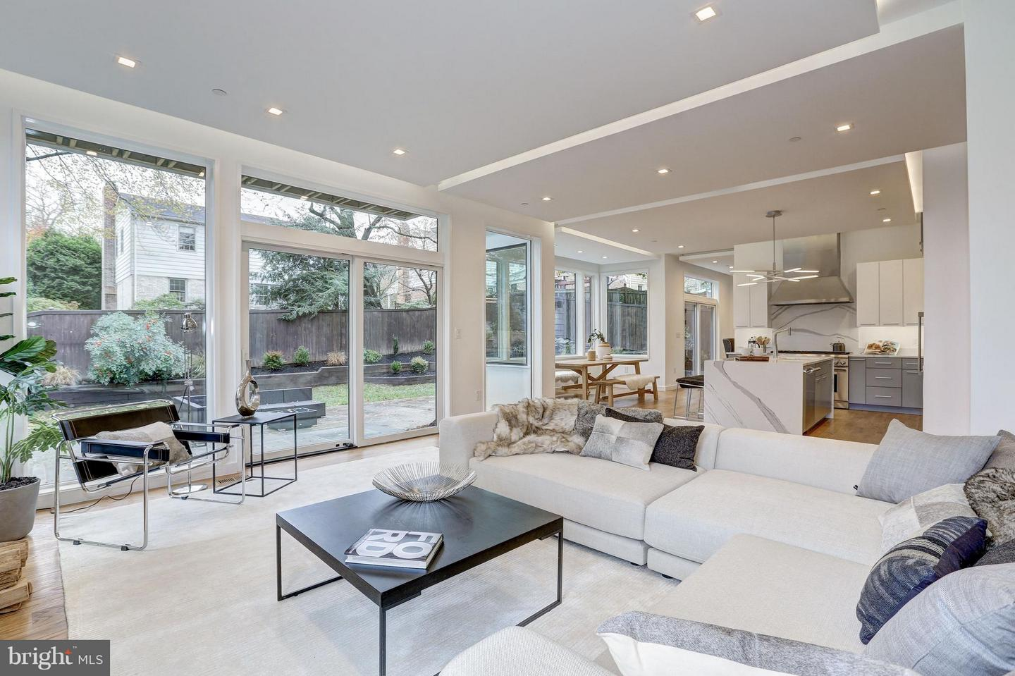 Single Family for Sale at 6210 Wedgewood Rd Bethesda, Maryland 20817 United States
