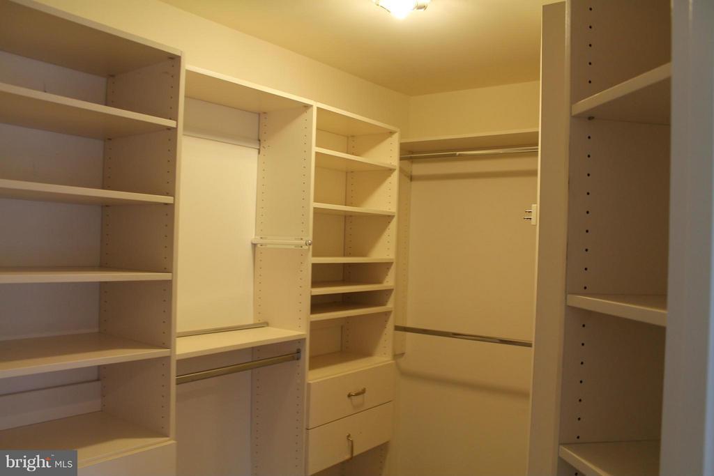 closet - 21874 SCHENLEY TER, ASHBURN