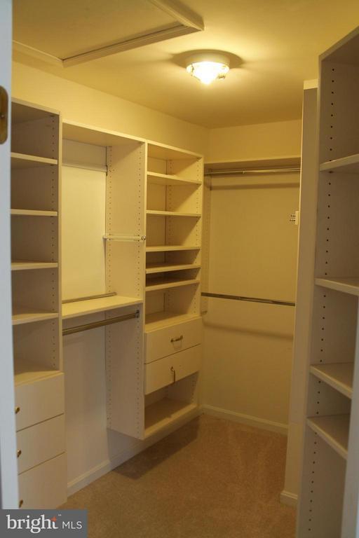 custom closet - 21874 SCHENLEY TER, ASHBURN