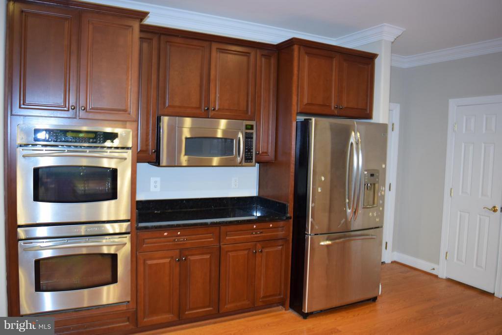 Kitchen - 5789 LADUES END CT, FAIRFAX
