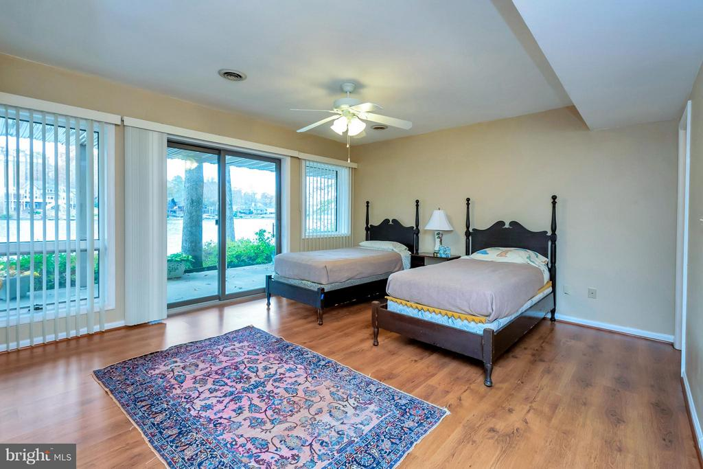 2nd master bedroom w/private bath-lower level VIEW - 212 MT PLEASANT DR, LOCUST GROVE