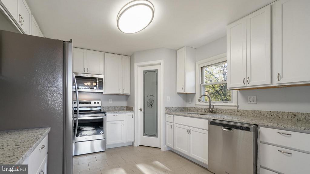 Gourmet Kitchen + Glass door leading to Pantry - 5908 ROBIN LN, SUITLAND