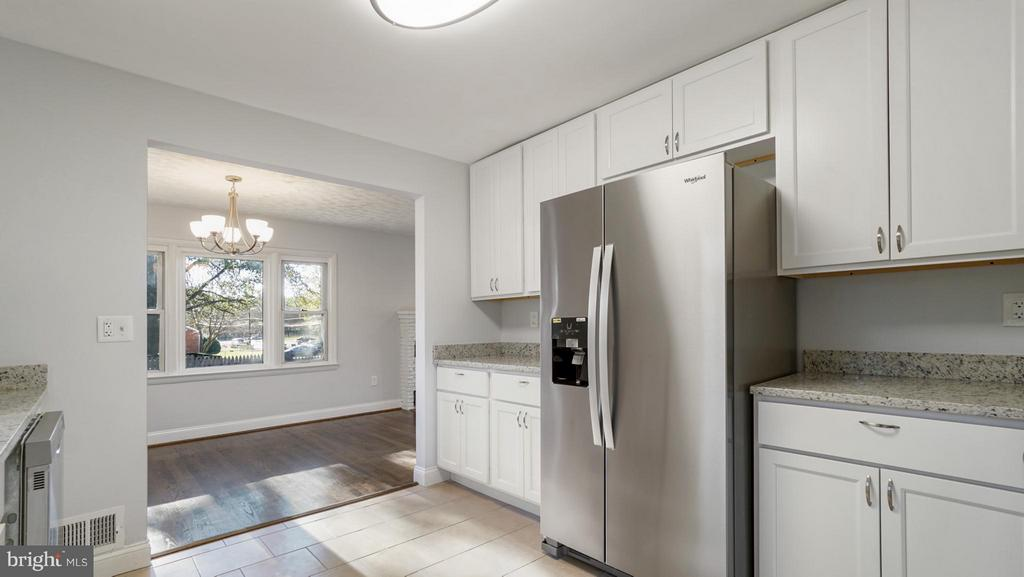 All New Gourmet Kitchen - 5908 ROBIN LN, SUITLAND