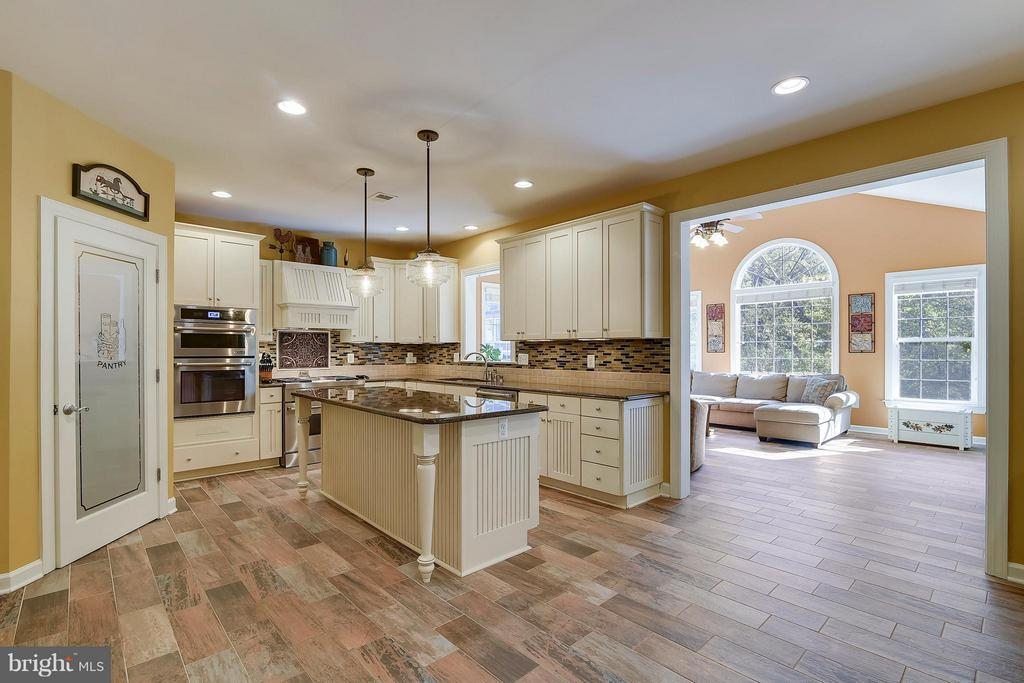 Kitchen with Island, Granite, & SS Appliances - 17266 FLINT FARM DR, ROUND HILL