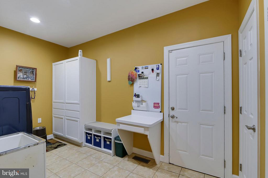 Mud Room/Laundry Room - 17266 FLINT FARM DR, ROUND HILL