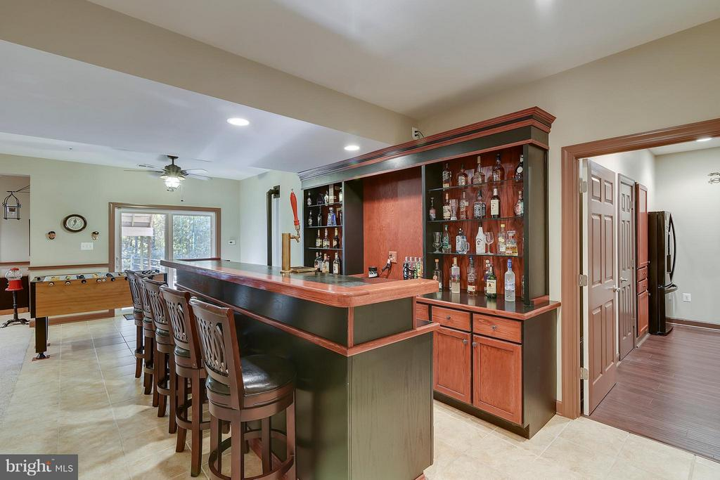 Lower Level Wet Bar - 17266 FLINT FARM DR, ROUND HILL