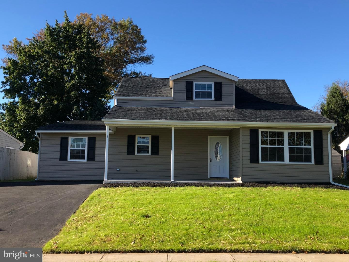 Photo of home for sale at 37 River Lane, Levittown PA