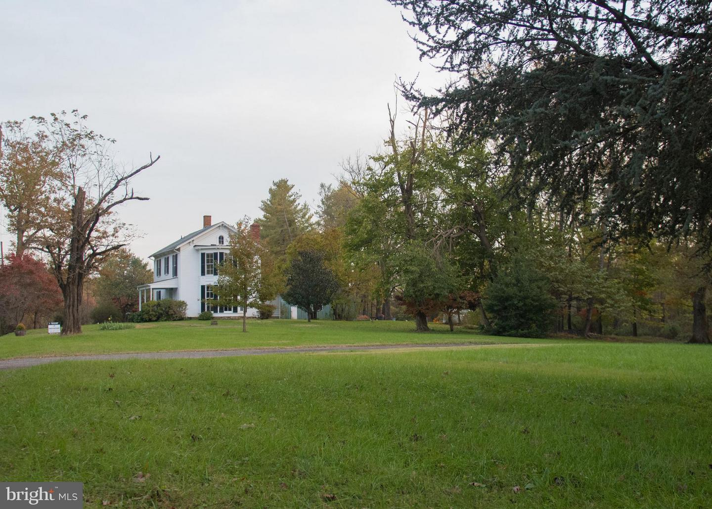 Photo of home for sale at 18235 Foundry Road, Purcellville VA
