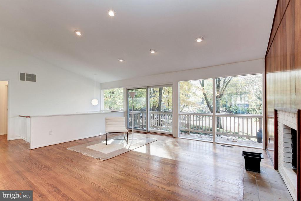 Expansive space and wonderful layout - 7709 HAMILTON SPRING RD, BETHESDA