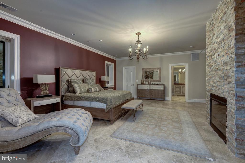 3rd Master Bedroom Suite (Lower Level) - 938 PEACOCK STATION RD, MCLEAN