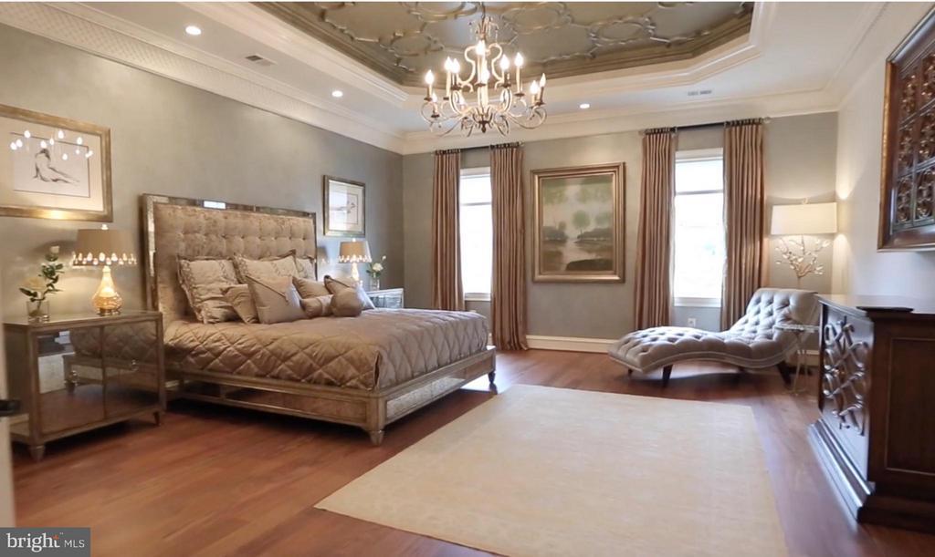 2nd Master Bedroom Suite (Upper Level) - 938 PEACOCK STATION RD, MCLEAN