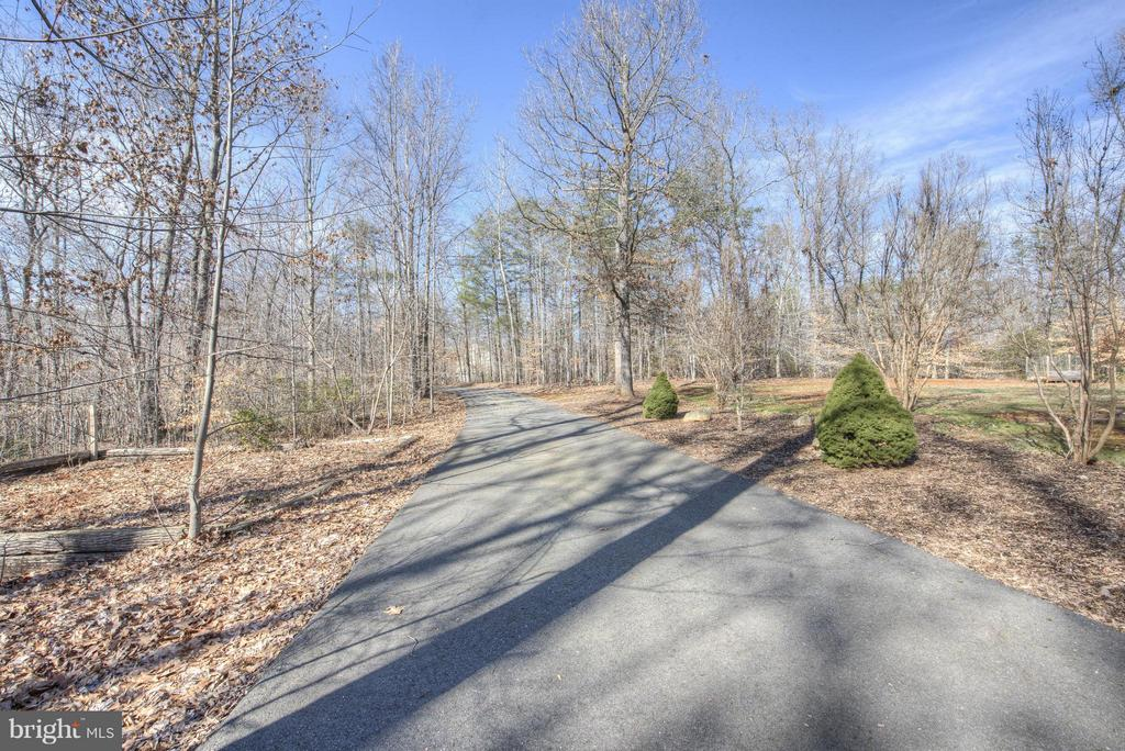 Private Drive to your paradise. - 254 SPOTTED TAVERN RD, FREDERICKSBURG