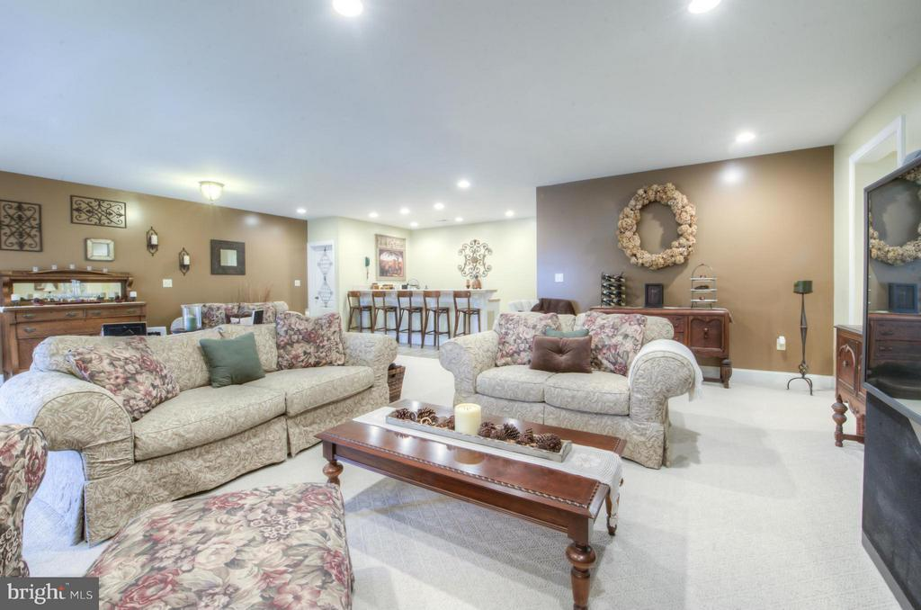 Open, Spacious and room enough for all. - 254 SPOTTED TAVERN RD, FREDERICKSBURG