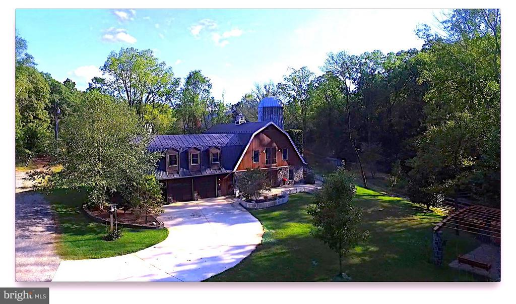 Impressive Post and Beam Barn Converted to Home - 38699 OLD WHEATLAND RD, WATERFORD