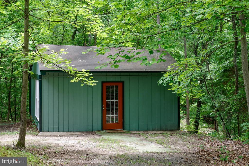 Detached garage/game room - 39367 SADDLERIDGE LN, ALDIE