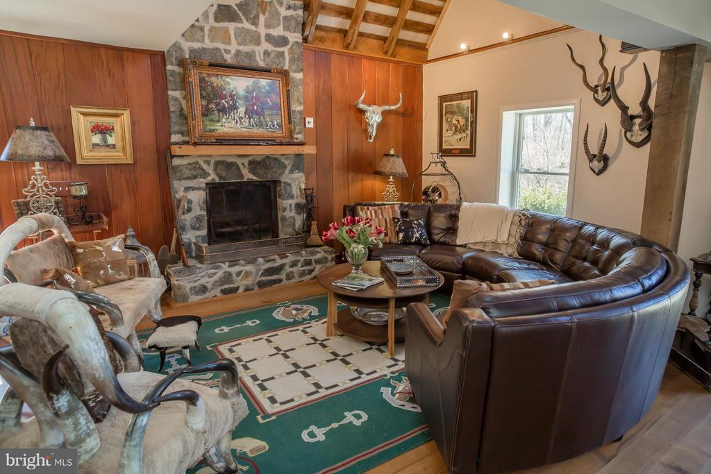 Living Room - 38699 OLD WHEATLAND RD, WATERFORD