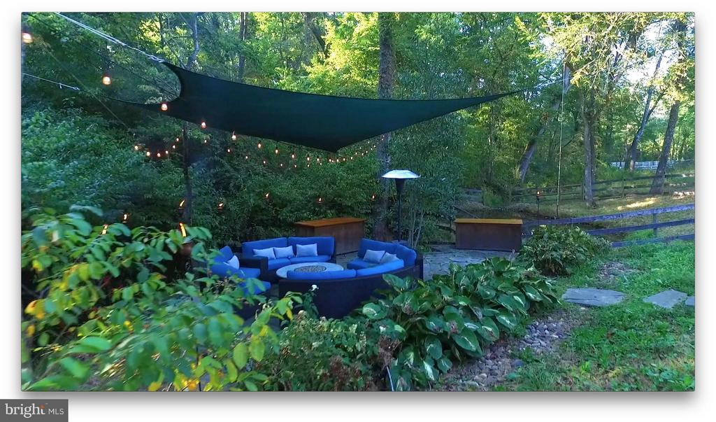 Relaxing patio with fire pit. - 38699 OLD WHEATLAND RD, WATERFORD