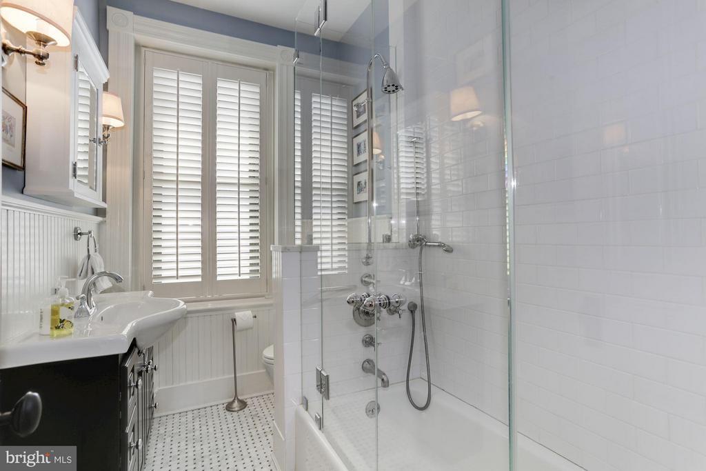 Bath - 2022 N ST NW, WASHINGTON