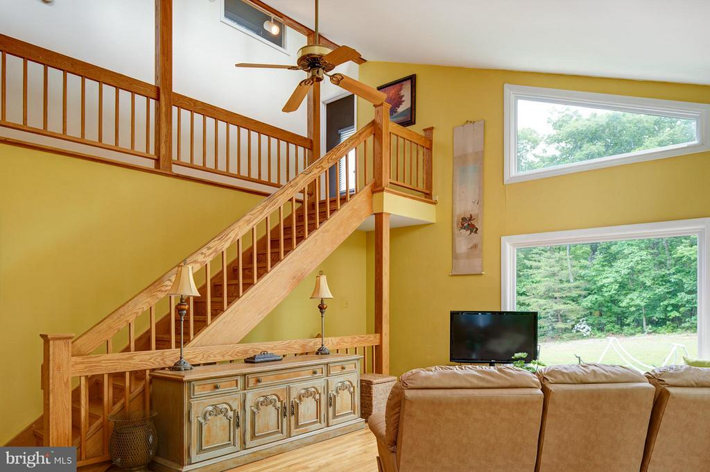 Beautiful Staircase - 39367 SADDLERIDGE LN, ALDIE