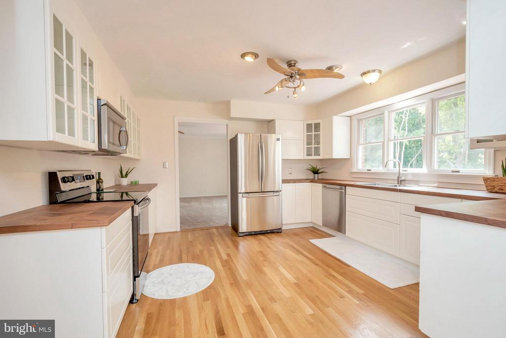 Completely remodeled kitchen - 1 QUAIL RUN DR, STAFFORD